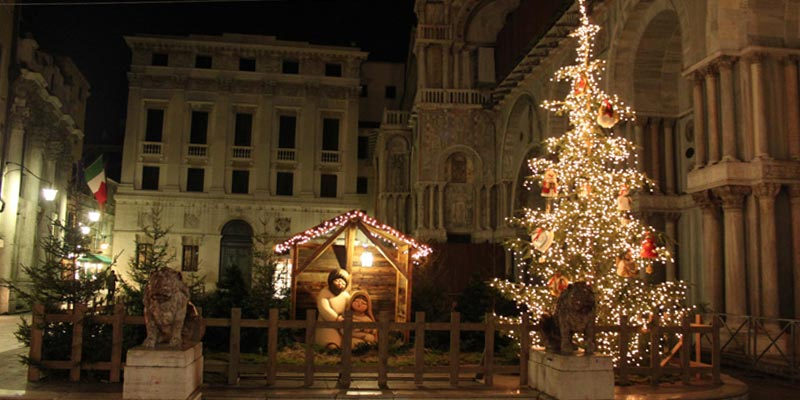 In 2011 the traditional Christmas tree was sponsored by Thun
