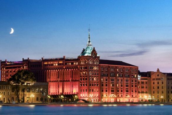 hotel-molino-stucky-facade-by-night