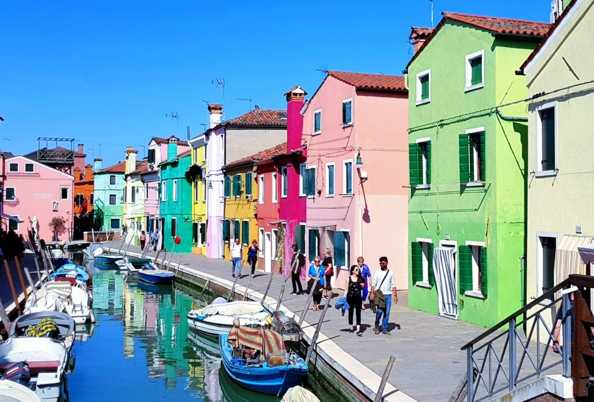 Burano colourful houses copyright Where Venice all rights reserved (10)