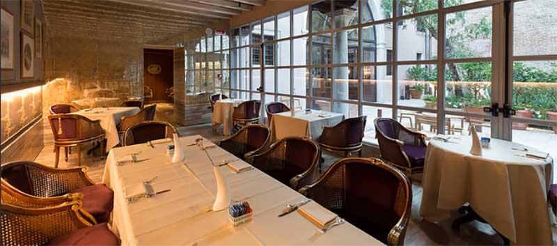 Glam restaurant