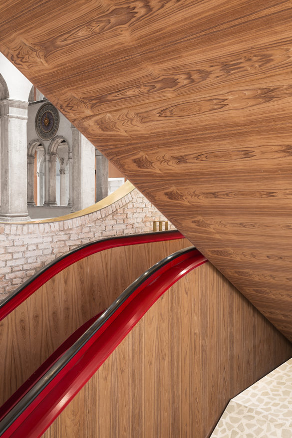 Staircase detail - Photo by Delfino Sisto Legnani and Marco Cappelletti © Dfs Group