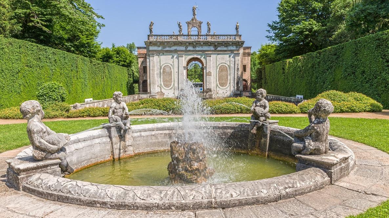 Valsanzi Garden Fountain Statues
