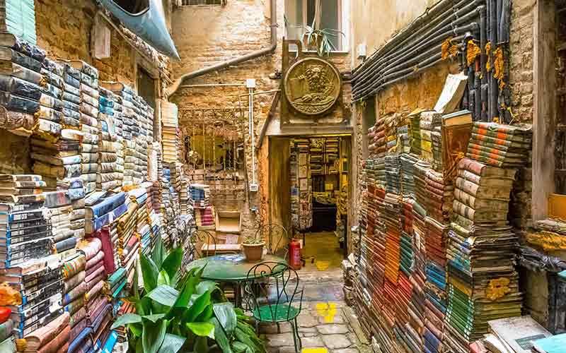 The open air area of Libreria dell'Acqua Alta