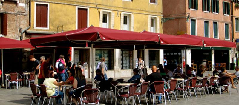 Campo Santa Margherita credits La Città Vita under c.c 2.0 licence