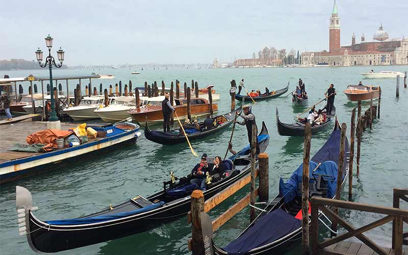 a573bb16a13 Everything You Should Know about Venice Gondolas and the  Squeri ...