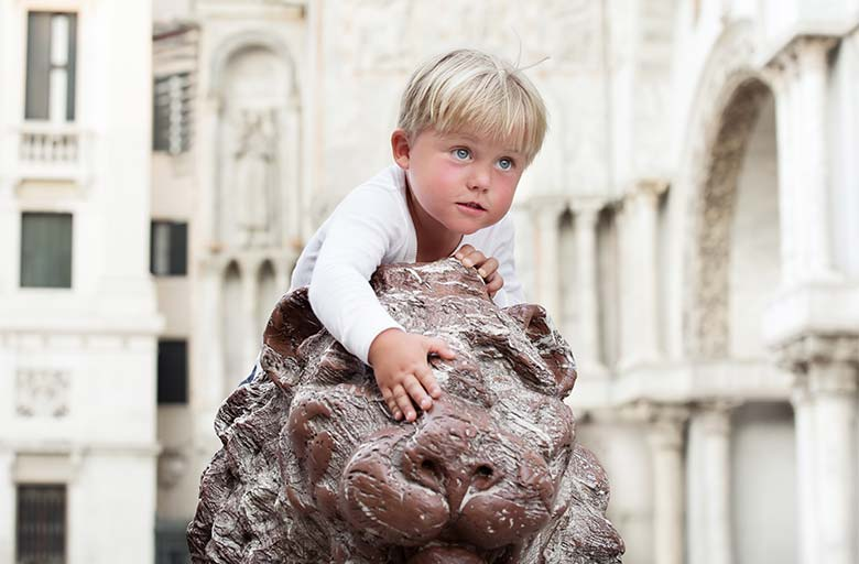 Kids in Venice, photo credits copyright Shutterstock