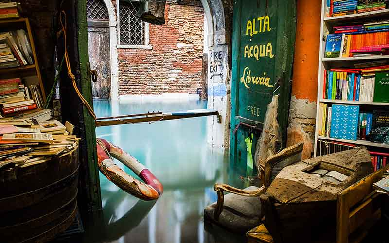 Libreria dell'Acqua Alta