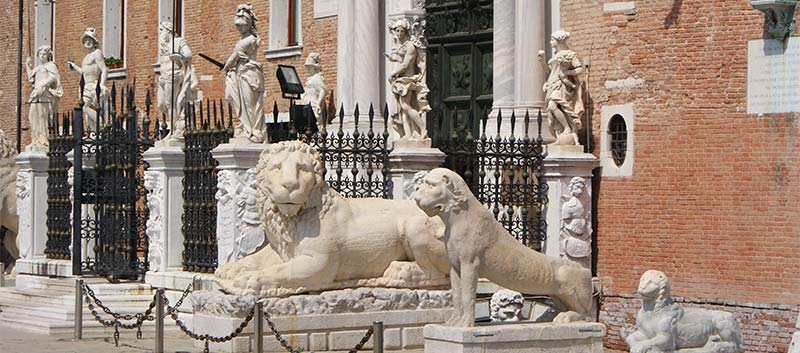 Lions at Venice Arsenale, photo credits Paolo Picciati under c.c 3.0 licence