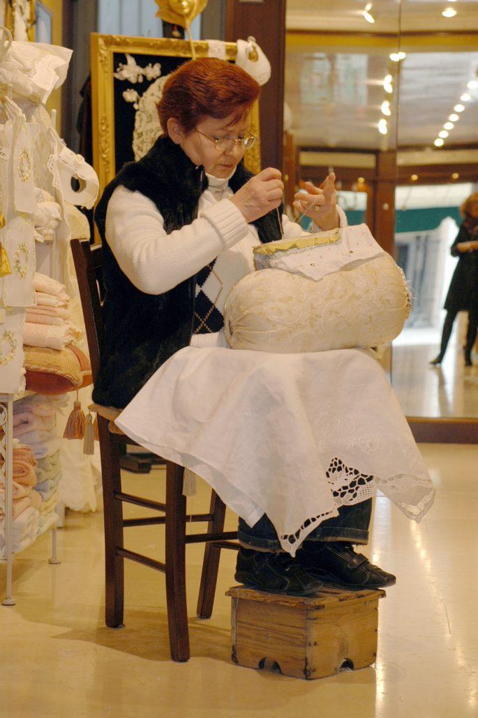 merletti burano lace making