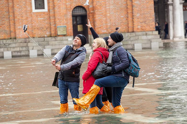 Tourists taking selfies on High Water (c) Antonio Gravante/Shutterstock.com