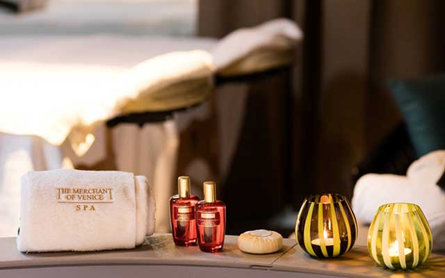 Candles and essential oils by The Merchant of Venice