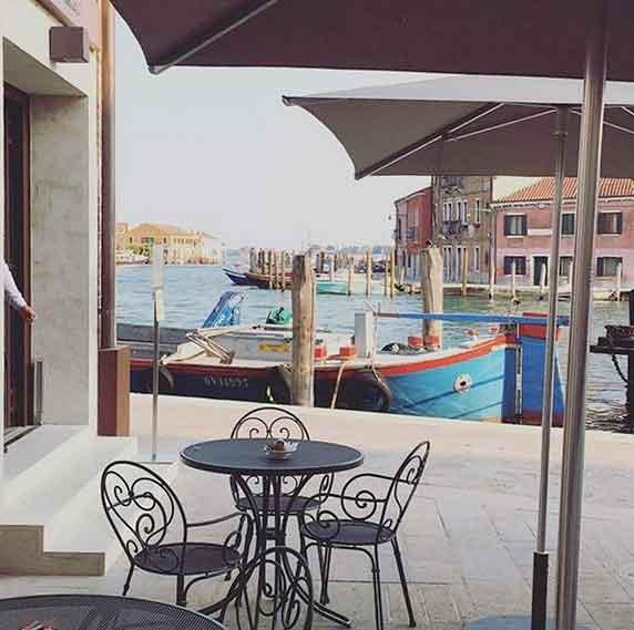 The terrace of hotel LaGare in Murano, photo credits IGer @camilunacardenas